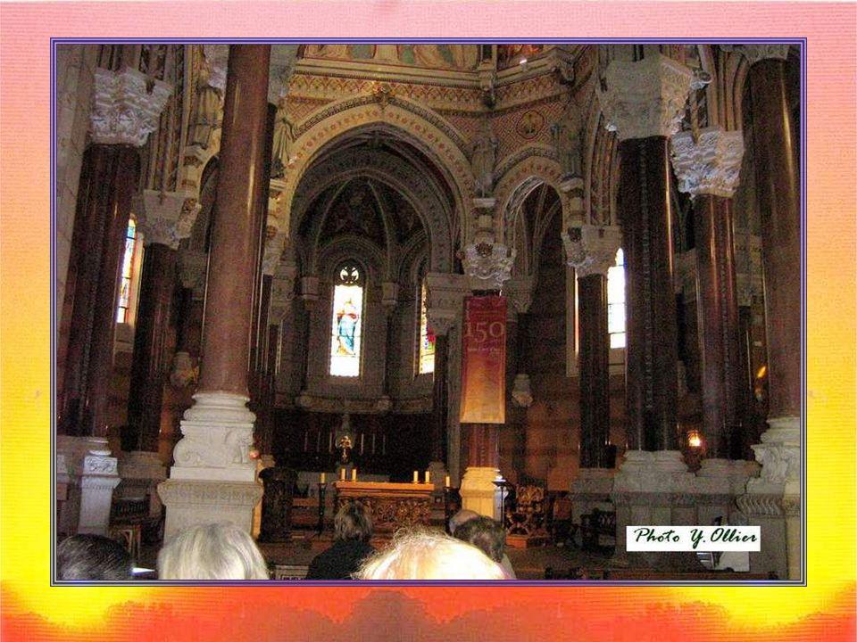 Le curé dArs fut enterré le 16 août 1859 dans la nef de léglise.