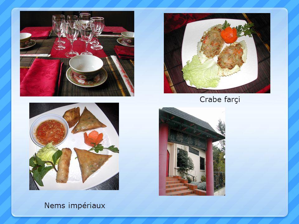 ENTREES 1 Soupe de nouilles au canard laqué 6,10 2 Soupe de vermicelles aux crevettes (piquante) 6,10 3 Soupe aux raviolis de crevettes 6,10 4 Soupe de pâtes de riz au bœuf (PHO) 6,10 5 Potage aux asperges et au crabe 6,10 6 Potage Pékinois piquant 6,10 HORS-D ŒUVRE 7 Nems impériaux au porc 5,60 8 Nems impériaux au crabe 6,10 10 Salade aux nems, bœuf & vermicelles de riz 6,10 11 Assortiment de friands 6,10 12 Raviolis de crevettes frits 6,10 13 Triangles frits farcis(samosas) 5,60 14 Salade Thaïlandaise aux trois fruits de mer 6,10 15 Salade Thaïlandaise au bœuf 6,10 16 Salade Thaïlandaise aux crevettes 6,10 17 Salade chinoise au poulet 5,60 17A Salade d ananas aux crevettes 6,10 SPECIALITES VAPEUR (15 mn de cuisson à la vapeur) 18A Crêpe de riz à la vapeur 6,10 19 Assortiment de vapeur 6,10 20 Ha Kao (raviolis aux crevettes) 6,10 21 Siv Mai (bouchées au porc) 5,60 22 Fan Ko (croissants aux crevettes et porc) 6,10