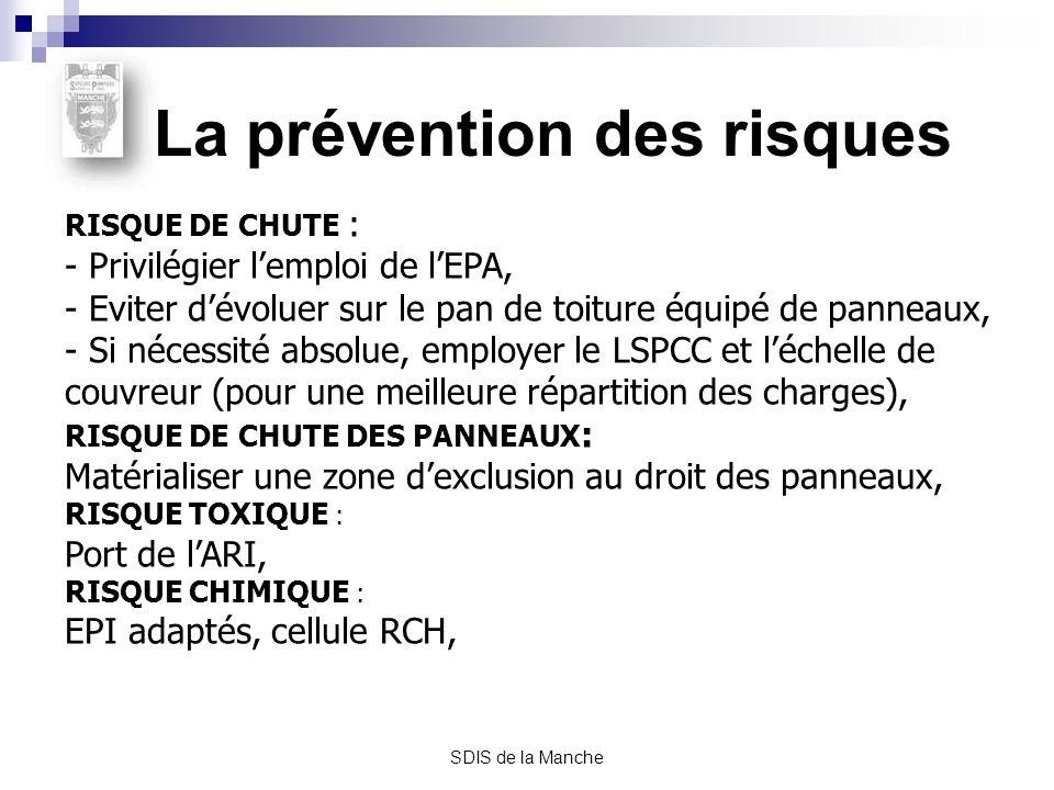 SDIS de la Manche La prévention des risques RISQUE DE CHUTE : - Privilégier lemploi de lEPA, - Eviter dévoluer sur le pan de toiture équipé de panneau