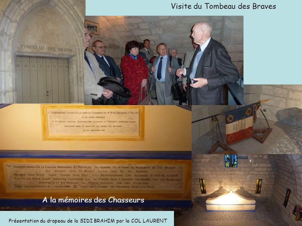 Visite du Tombeau des Braves A la mémoires des Chasseurs Présentation du drapeau de la SIDI BRAHIM par le COL LAURENT