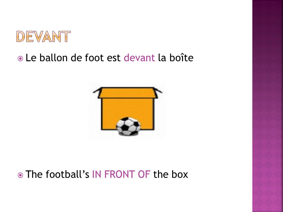 Le ballon de foot est devant la boîte The footballs IN FRONT OF the box