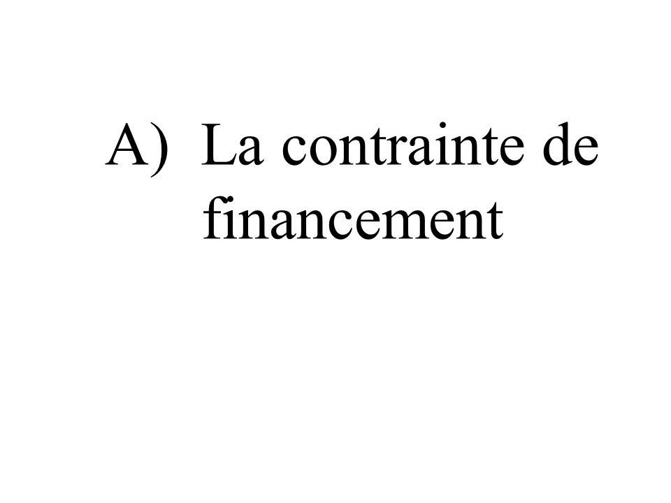 A) La contrainte de financement