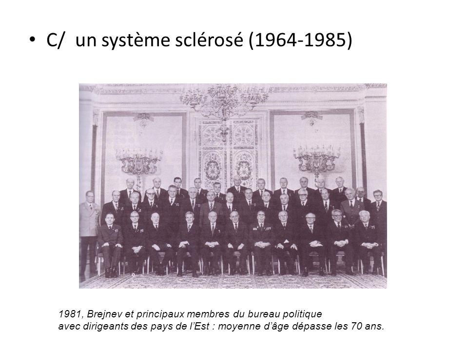 C/ un système sclérosé (1964-1985) 1981, Brejnev et principaux membres du bureau politique avec dirigeants des pays de lEst : moyenne dâge dépasse les