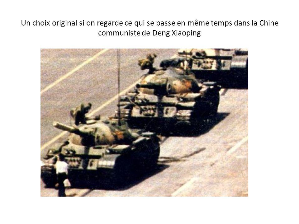 Un choix original si on regarde ce qui se passe en même temps dans la Chine communiste de Deng Xiaoping