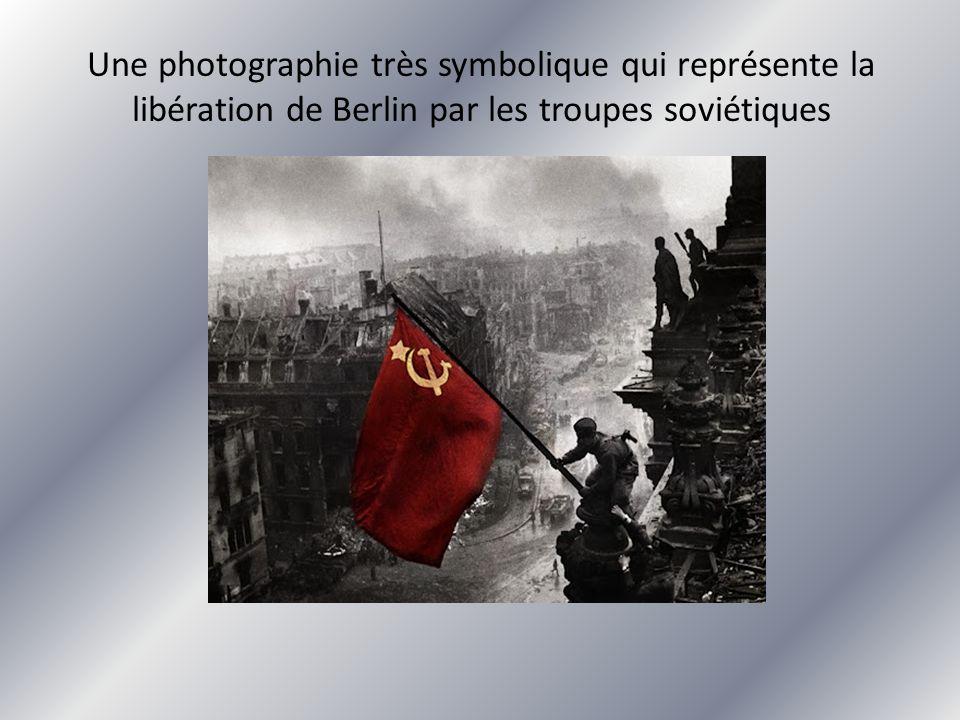 Une photographie très symbolique qui représente la libération de Berlin par les troupes soviétiques