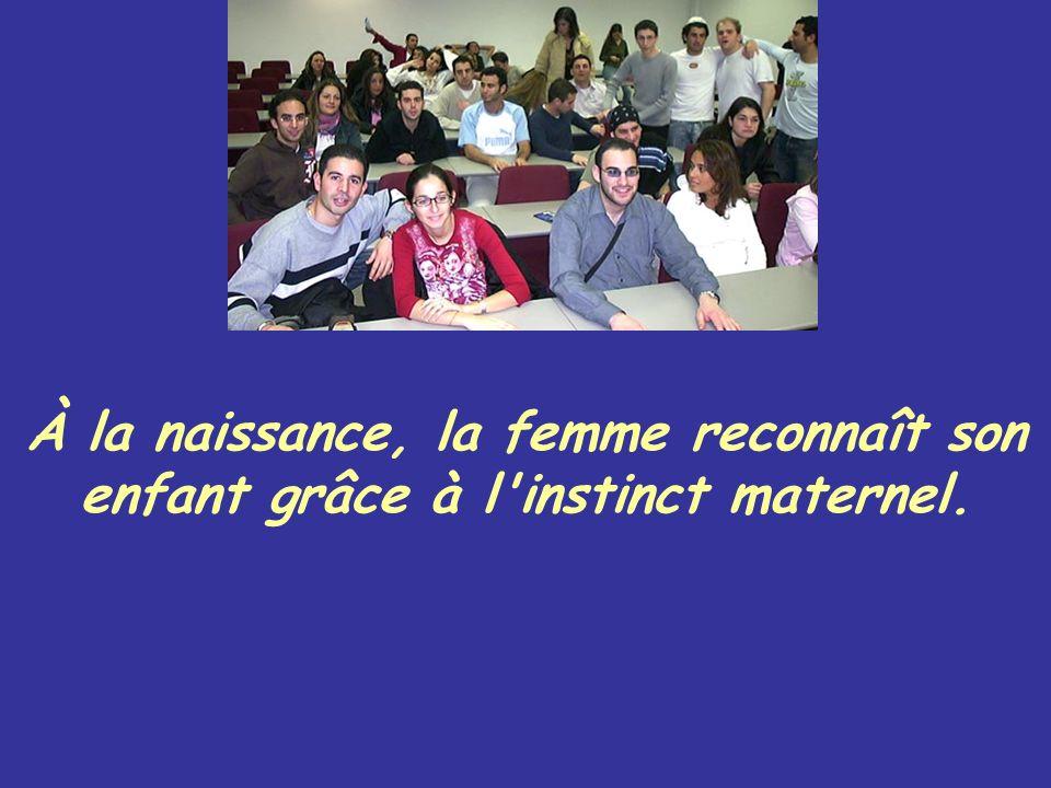 À la naissance, la femme reconnaît son enfant grâce à l'instinct maternel.