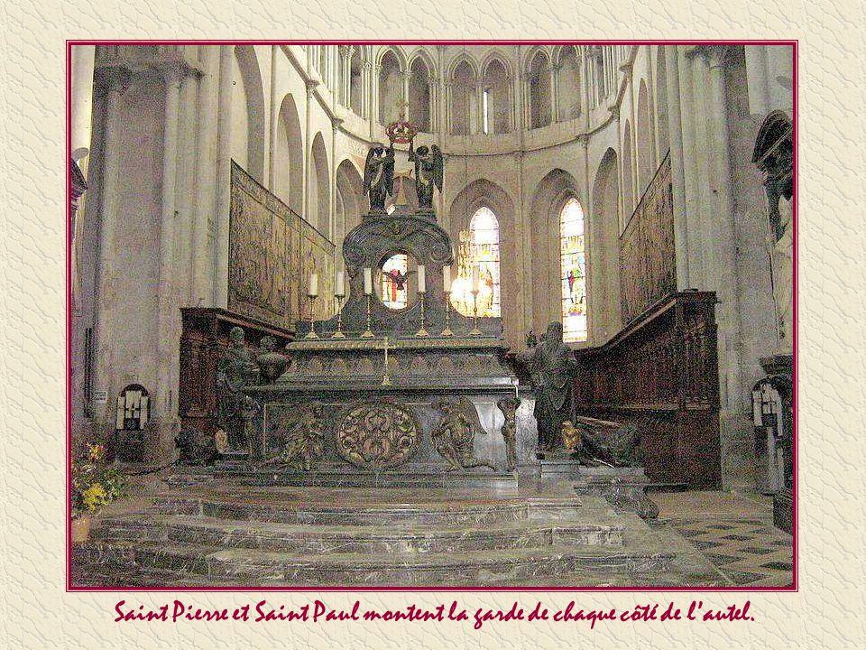 Considérée comme l'un des exemples les plus achevés de l'architecture gothique dans le sud-est de la France, édifiée en grande partie entre le XIII èm