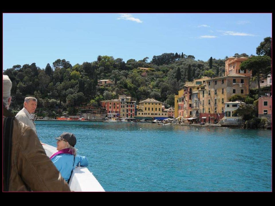 Au bout du golfe de Tigullio, Portofino pointe son nez