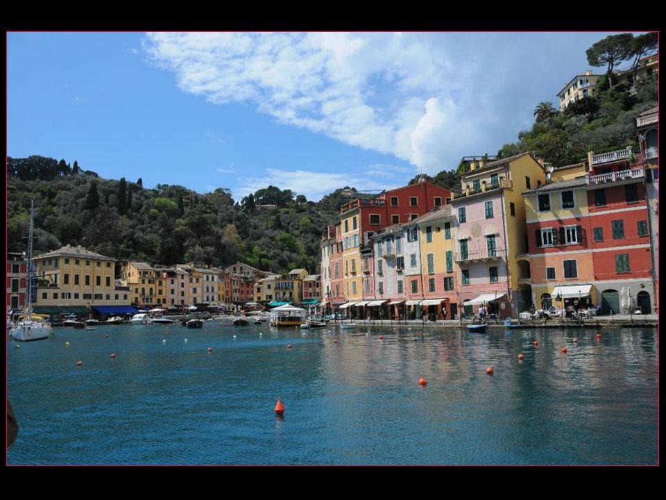 Selon Pline lAncien, Portofino fut fondée par les Romains et nommée Portus Delphini à cause du grand nombre de dauphins dans le golfe de Tigullio