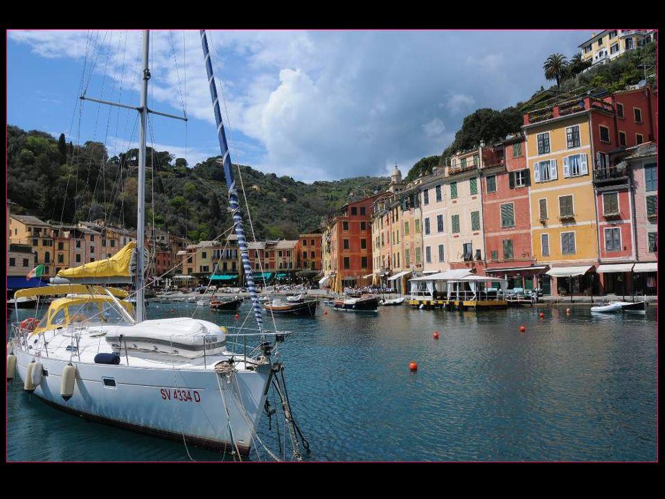 Portofino est devenu la destination romantique par excellence et les stars du cinéma et de la chanson ny manquent pas dy séjourner