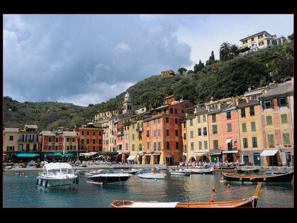 Sur le promontoire de Portofino, on trouve les monuments suivants : le château Brown léglise de San Martino léglise de San Giorgio