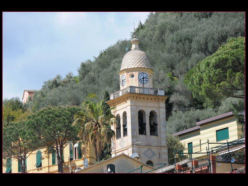 Léglise de San Martino ou Divo Martino de style roman du 12 me siècle, son aspect actuel est un remaniement du 19 me siècle