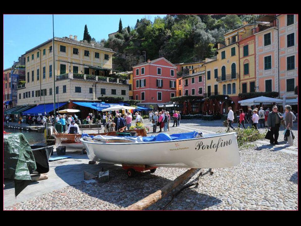 selon notre guide Antonella, les petites places – piazzetta – de Taormina, Capri et Portofino ont le même point commun : ce sont les plus chères dItalie