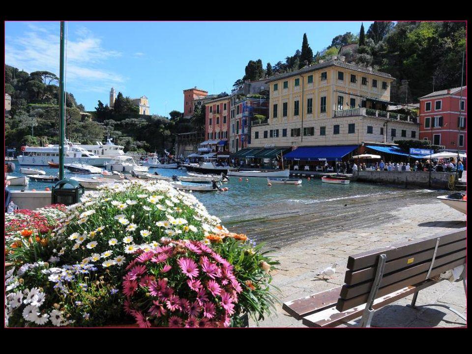 Un bitter assis sur une terrasse de la piazzetta de Portofino, nous payons 7 ( sept ) Euros pour un simple bitter sans alcool !!!.