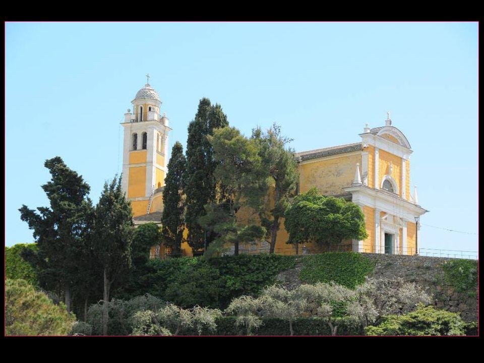 Léglise San Giorgio du 12me siècle, rénovée en 1950 et qui conserve les reliques du saint