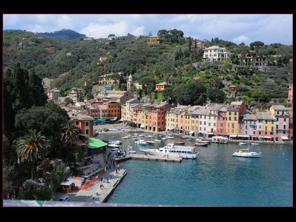 Depuis léglise San Giorgio une vue de toute beauté de Portofino