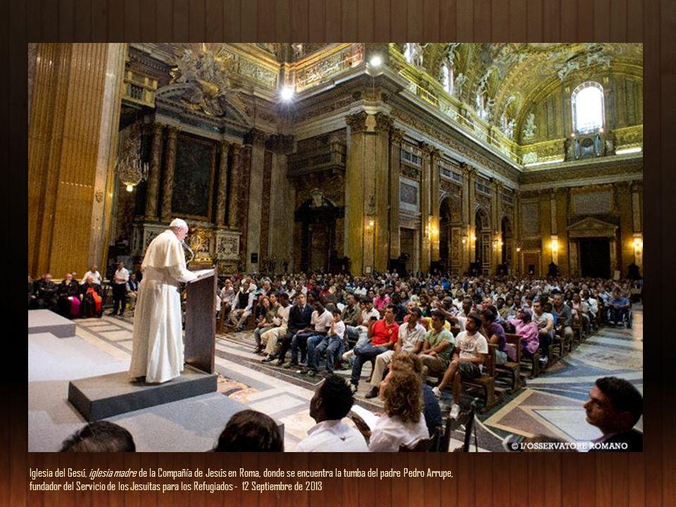Iglesia del Gesú, iglesia madre de la Compañía de Jesús en Roma, donde se encuentra la tumba del padre Pedro Arrupe, fundador del Servicio de los Jesuitas para los Refugiados - 12 Septiembre de 2013