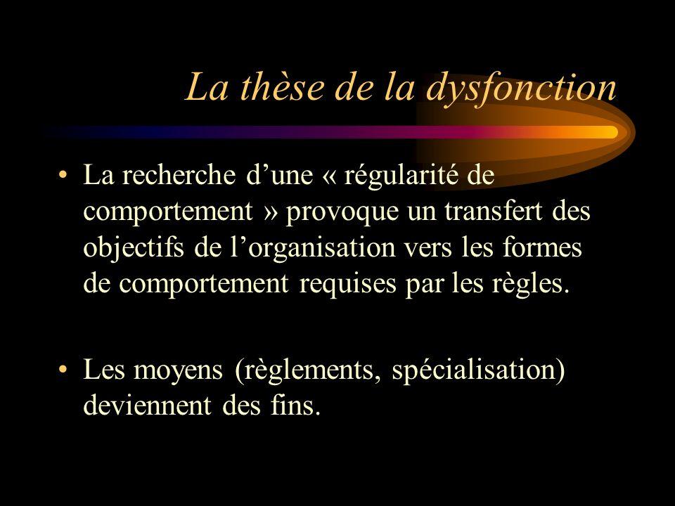 La thèse de la dysfonction La recherche dune « régularité de comportement » provoque un transfert des objectifs de lorganisation vers les formes de co