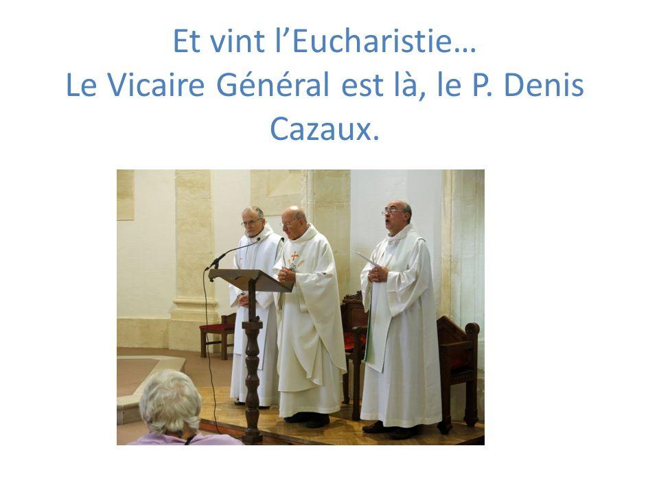Et vint lEucharistie… Le Vicaire Général est là, le P. Denis Cazaux.