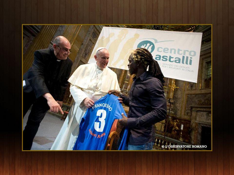 Visite du Pape François du Centre dAstalli pour les réfugiés à Rome le10 Septembre, géré par le Service Jésuite des Réfugiés.