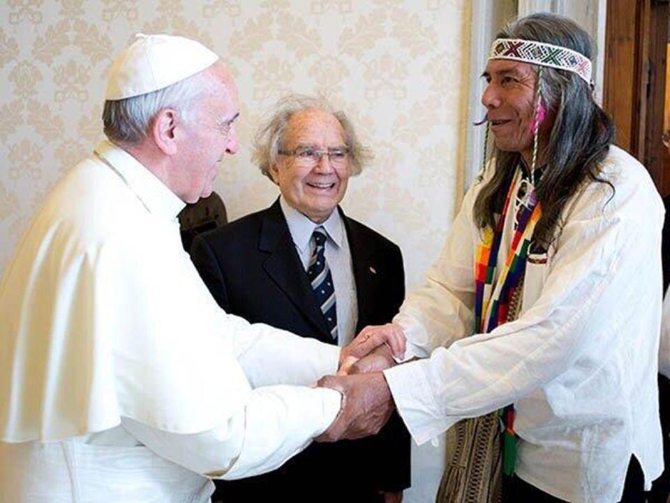 Le pape François a reçu en audience Adolfo Pérez Esquivel et Felix Diaz, prix Nobel de la paix, leaders du groupe ethnique Qom pámpido, qui vit dans l