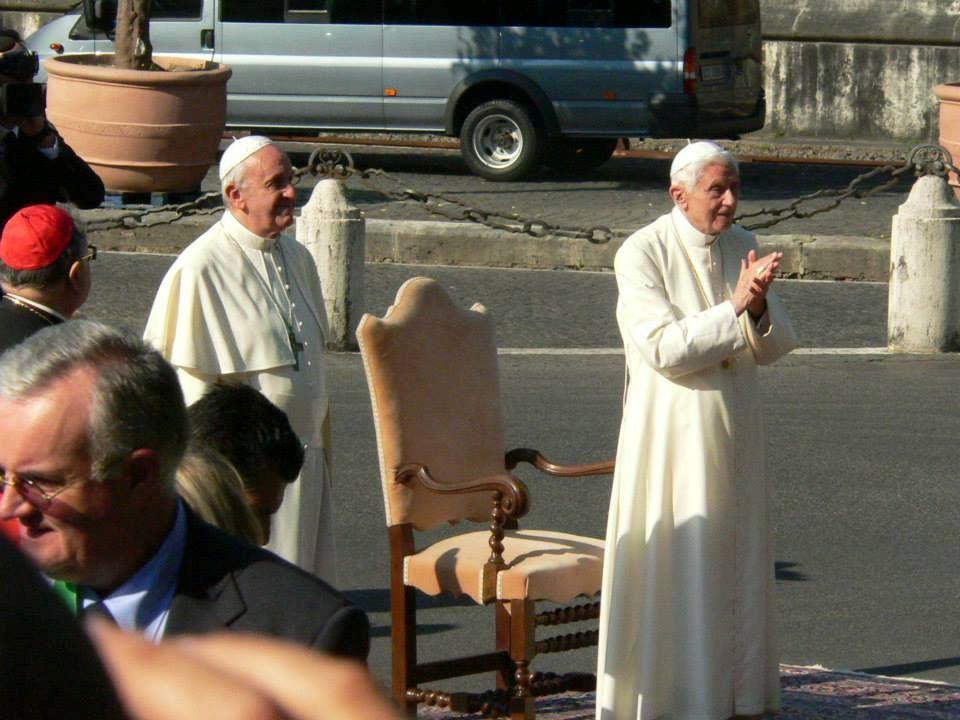 Le pape François a consacré le Vatican à saint Michel Archange et à Saint Joseph, cérémonie à laquelle il a invité le pape émérite Benoît XVI