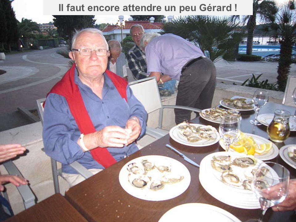 Gérard se régale avant lheure … … je crois quil a mangé les chapeaux !