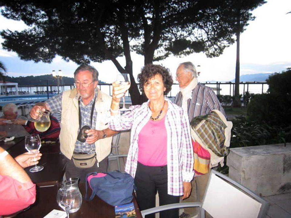 Un petit vin blanc pour se remettre de la fatigue de lexcursion à Mostar