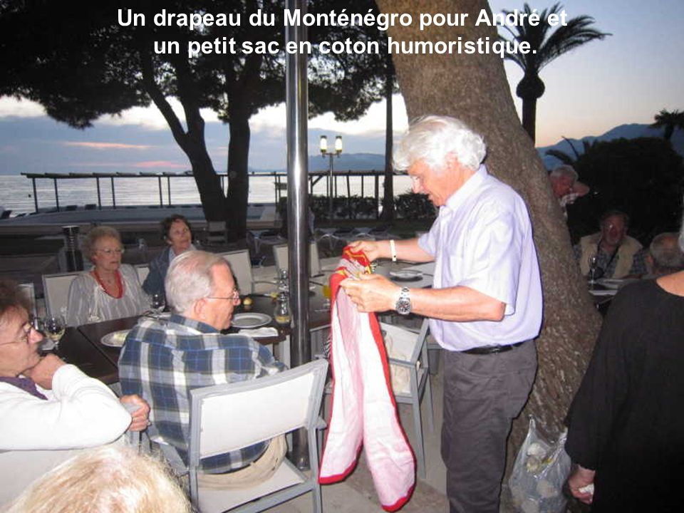 Un tablier de cuisine et un sac de plage pour France