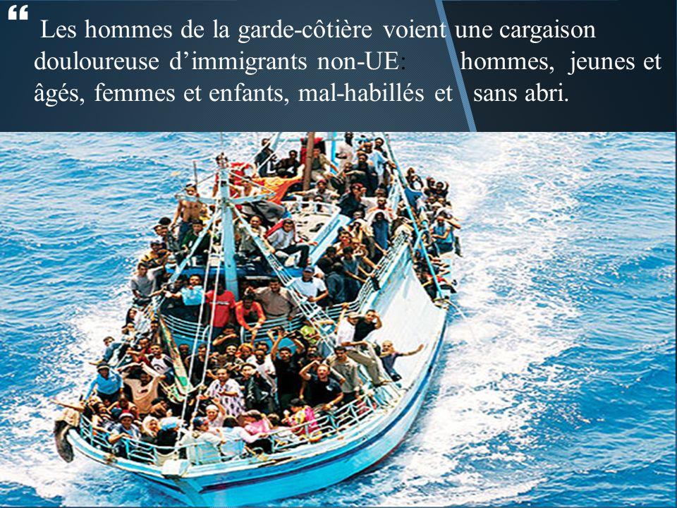 Les hommes de la garde-côtière voient une cargaison douloureuse dimmigrants non-UE: hommes, jeunes et âgés, femmes et enfants, mal-habillés et sans abri.