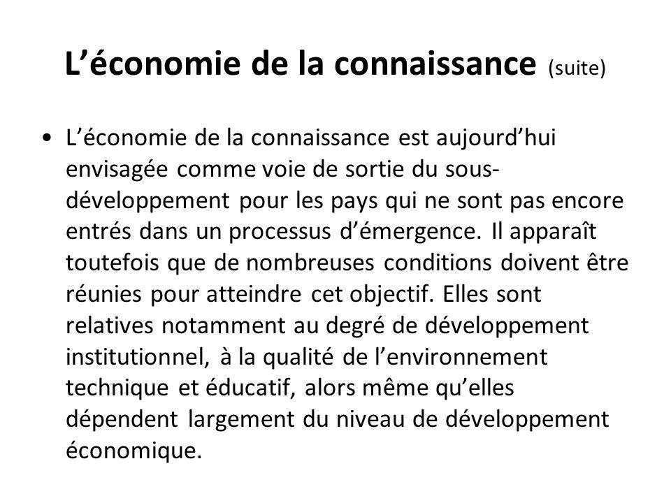 Léconomie de la connaissance (suite) Léconomie de la connaissance est aujourdhui envisagée comme voie de sortie du sous- développement pour les pays q