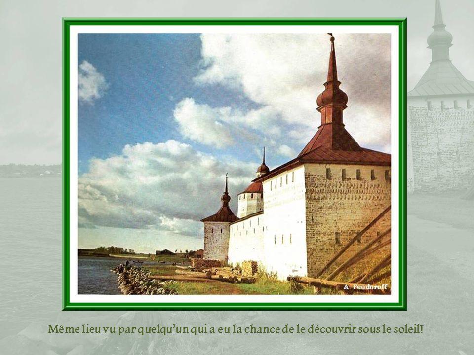 Le lac Siverskoe Ci-haut, les tours de la Pâtisserie (XVIIe siècle) et de la Cuisine (XVIIIe siècle).