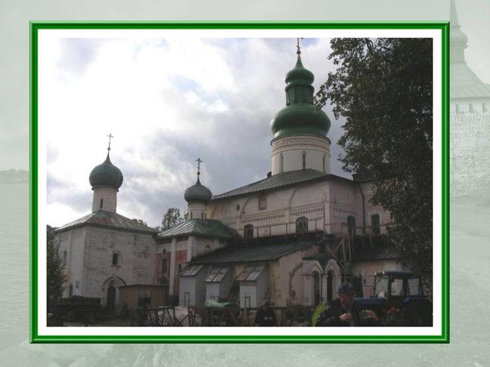 Léglise Saint-Vladimir, qui date de 1554, est actuellement en restauration.