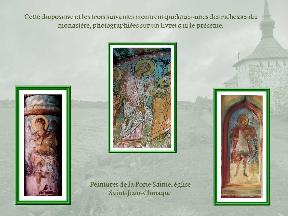 Le monastère possède de riches collections : icônes, peintures, objets sacrés par chance épargnées.