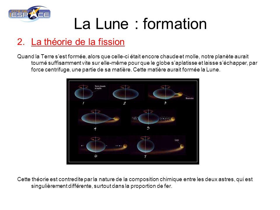 La Lune : formation 3.La théorie de la formation simultanée Lors de la contraction de la matière gazeuse du disque proto planétaire, la Lune et la Terre se seraient formées simultanément et conjointement à partir du même « grumeau » terrestre.