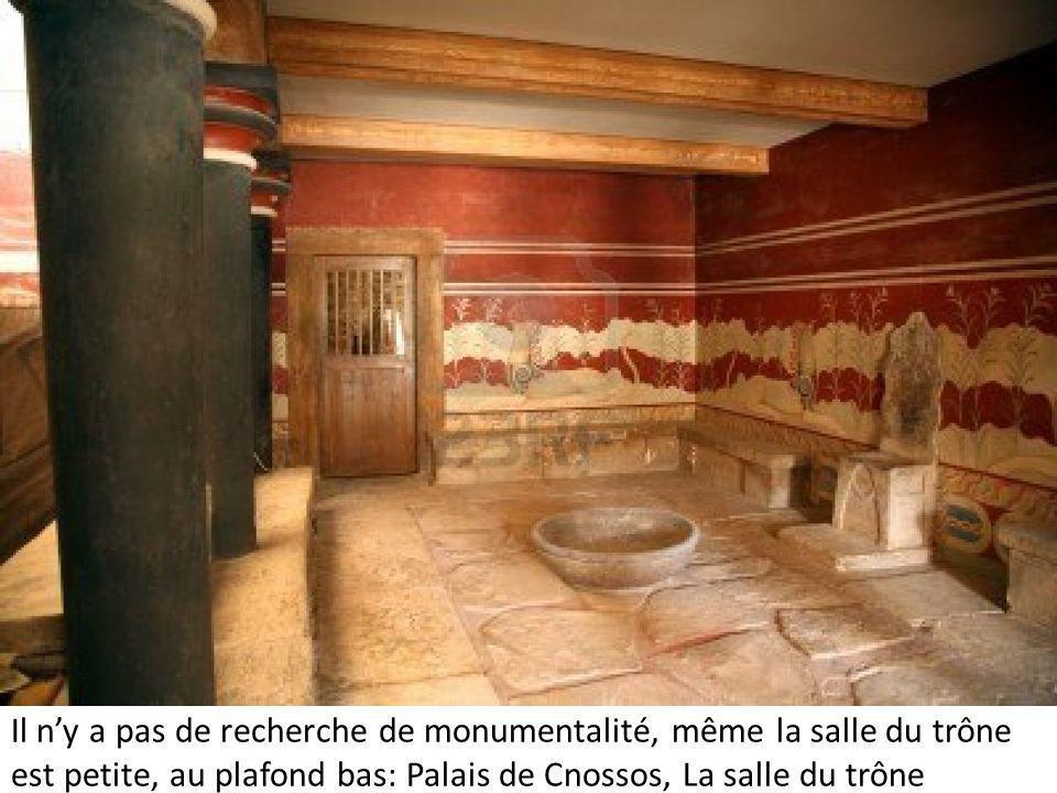 Il ny a pas de recherche de monumentalité, même la salle du trône est petite, au plafond bas: Palais de Cnossos, La salle du trône