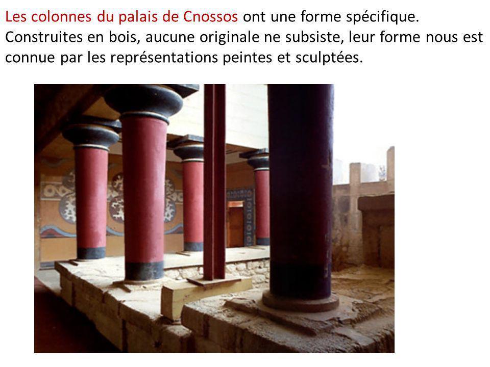 Les colonnes du palais de Cnossos ont une forme spécifique. Construites en bois, aucune originale ne subsiste, leur forme nous est connue par les repr