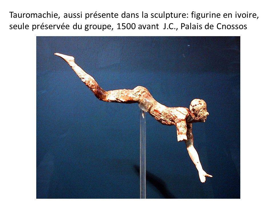 Tauromachie, aussi présente dans la sculpture: figurine en ivoire, seule préservée du groupe, 1500 avant J.C., Palais de Cnossos