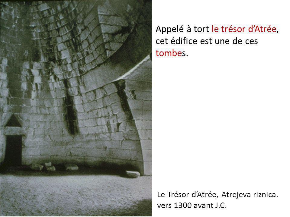 Appelé à tort le trésor dAtrée, cet édifice est une de ces tombes. Le Trésor dAtrée, Atrejeva riznica. vers 1300 avant J.C.