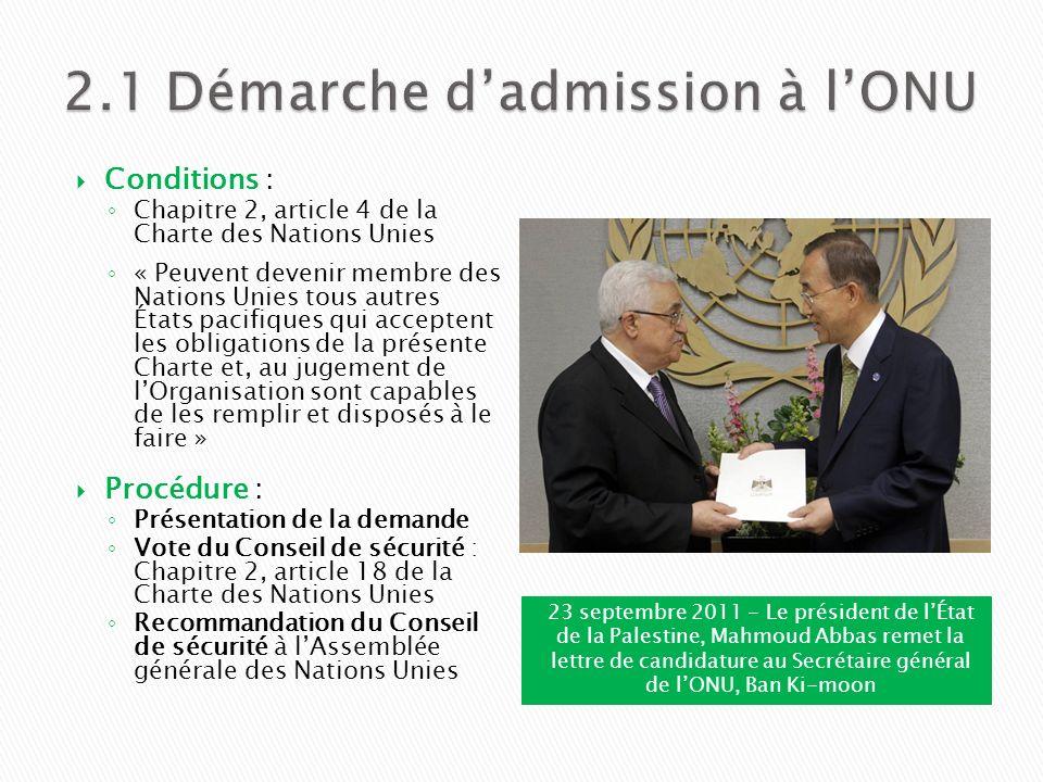 23 septembre 2011 - Le président de lÉtat de la Palestine, Mahmoud Abbas remet la lettre de candidature au Secrétaire général de lONU, Ban Ki-moon Con
