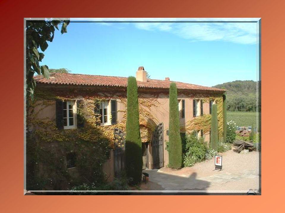 Le vignoble fait partie du site de lancienne abbaye de la Celle-Roubaude, fondée au XIème siècle et occupée à partir du XIIIème par des Chartreuses.