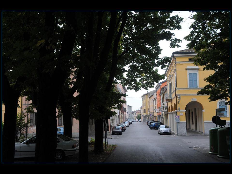 Un itinéraire touristique amène le visiteur dans chaque lieu cinématographique ayant survécu au temps, comme léglise avec le Christ de don Camillo, la maison de Peppone, la maison et la cloche de don Camillo, larrêt du train, la Madonna du Borghetto