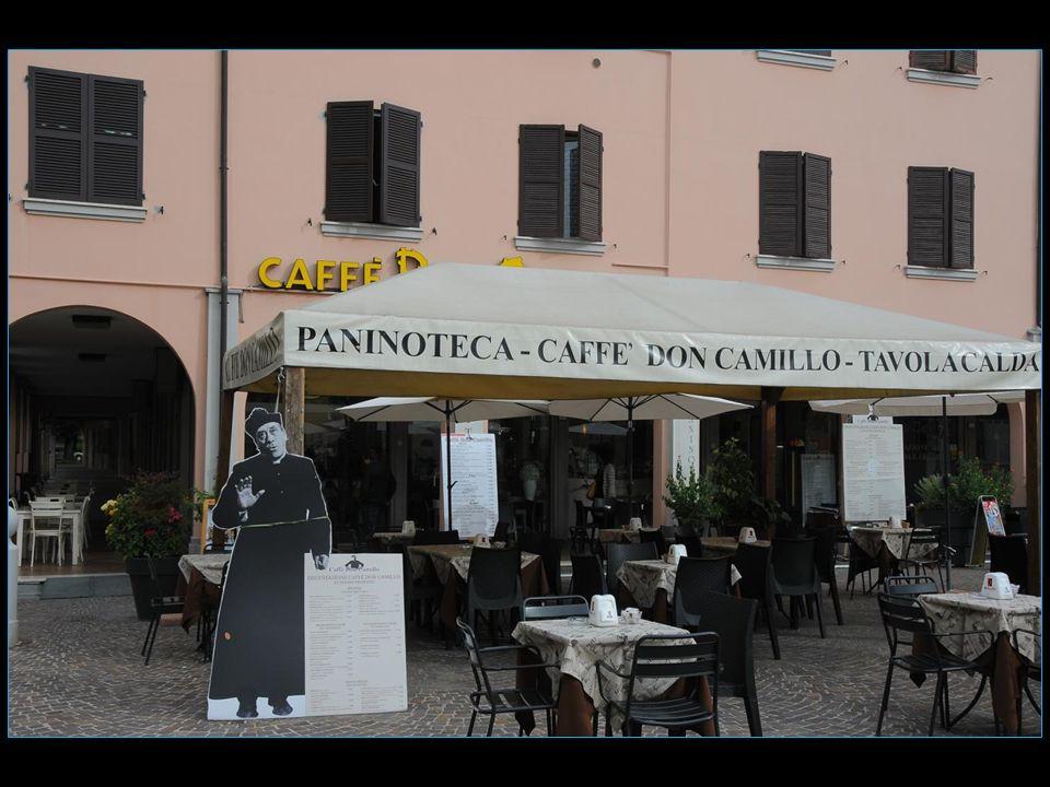 en face de la mairie et au bar Don Camillo on voit une copie de la grande statue dErcole Benefattore oeuvre de Jacopo Tatti ( XVI me siècle )