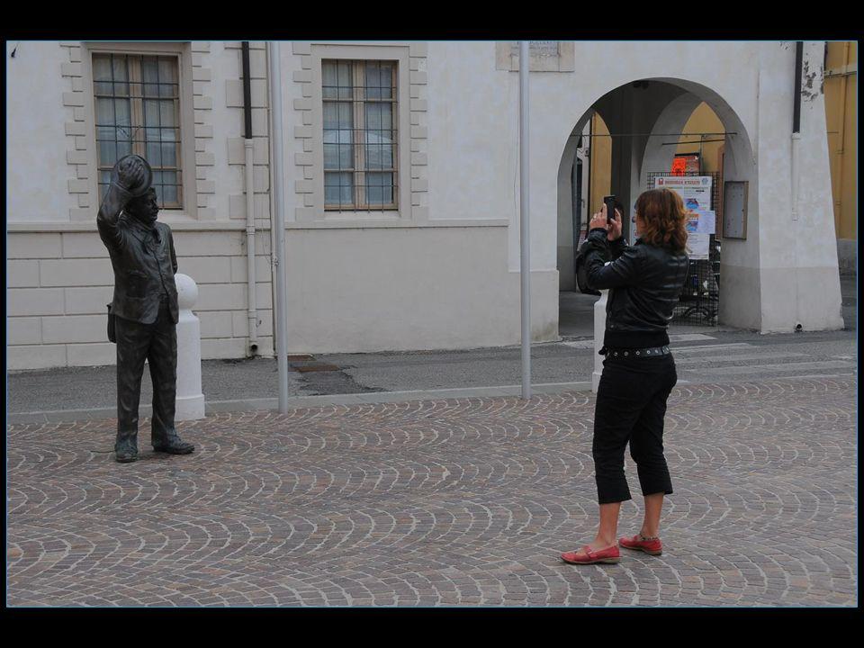 Les statues font le bonheur des touristes photographes