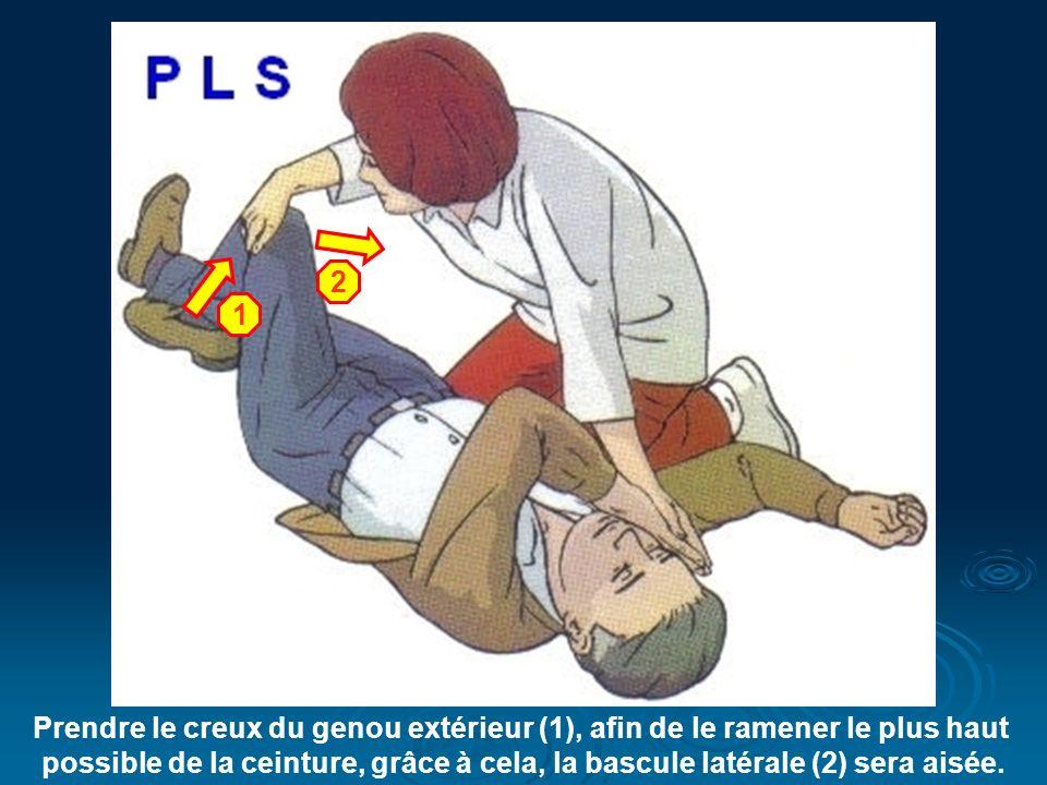 Prendre le creux du genou extérieur (1), afin de le ramener le plus haut possible de la ceinture, grâce à cela, la bascule latérale (2) sera aisée.