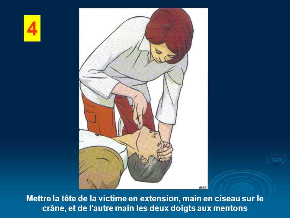 4 Mettre la tête de la victime en extension, main en ciseau sur le crâne, et de l'autre main les deux doigts aux mentons