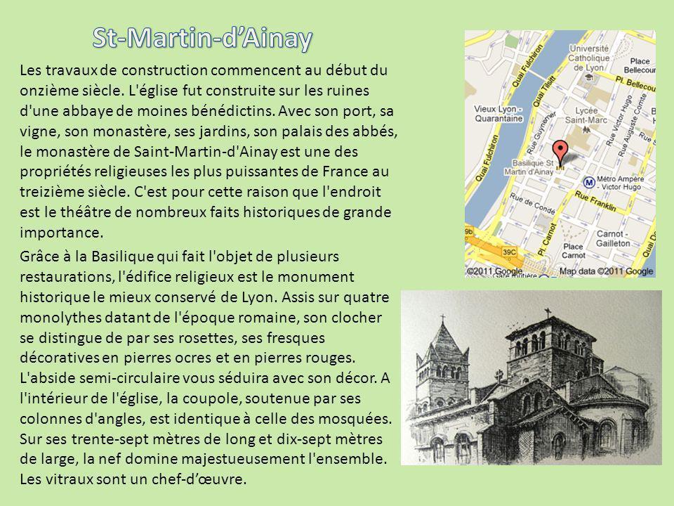 Les travaux de construction commencent au début du onzième siècle. L'église fut construite sur les ruines d'une abbaye de moines bénédictins. Avec son