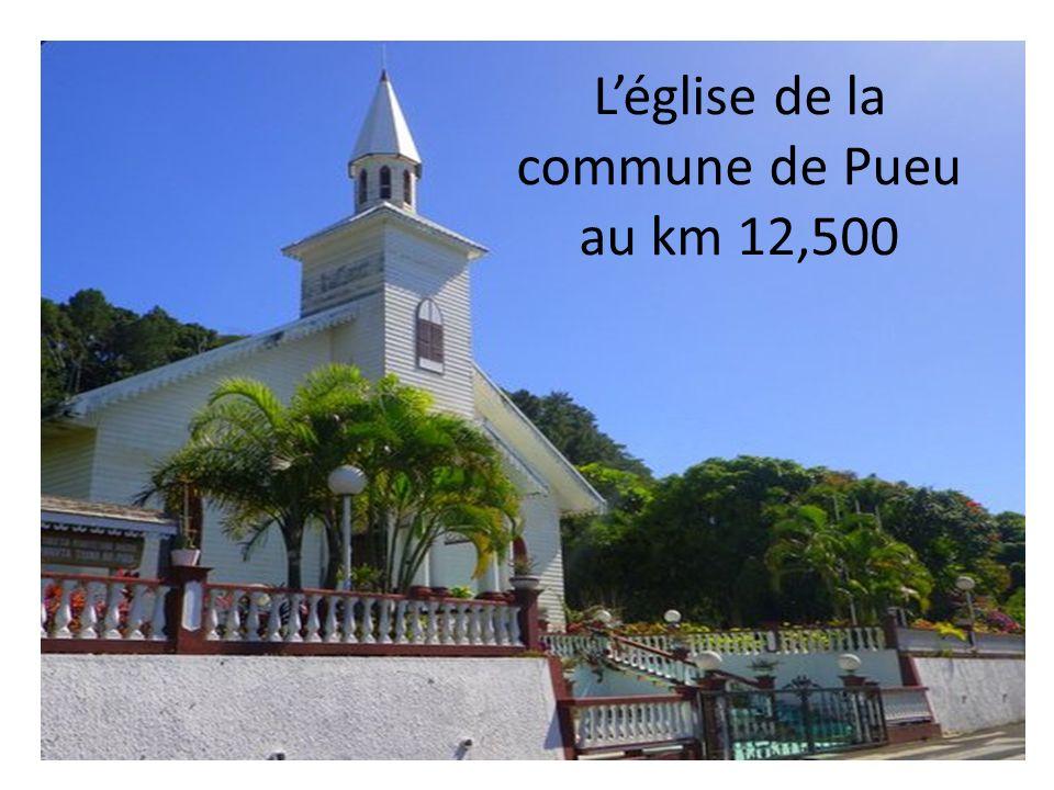 Léglise de la commune de Pueu au km 12,500