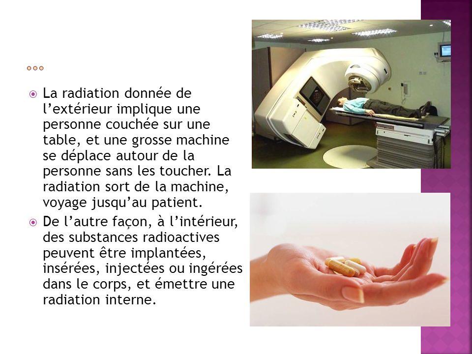 La radiation donnée de lextérieur implique une personne couchée sur une table, et une grosse machine se déplace autour de la personne sans les toucher