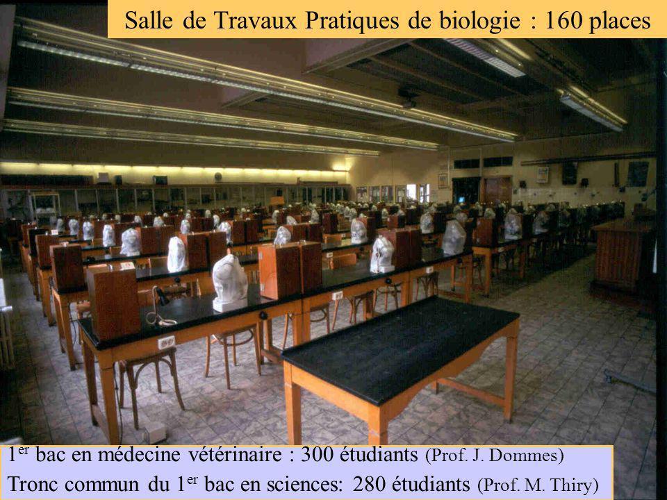Grande salle des Travaux Pratiques Salle de Travaux Pratiques de biologie : 160 places 1 er bac en médecine vétérinaire : 300 étudiants (Prof. J. Domm
